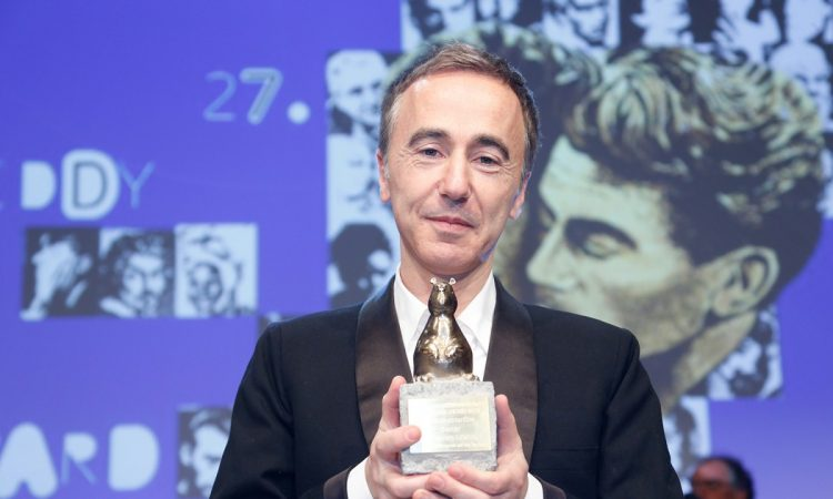 """Sébastien Lifshitz reçoit le Teddy Award (Berlinade) pour le documentaire """"Bambi"""" avec Marie-Pierre Pruvot"""