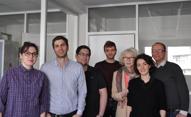 Marie-Pierre Pruvot (Bambi) avec l'équipe de Yagg